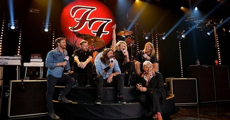 foofighters2017pubb.jpg